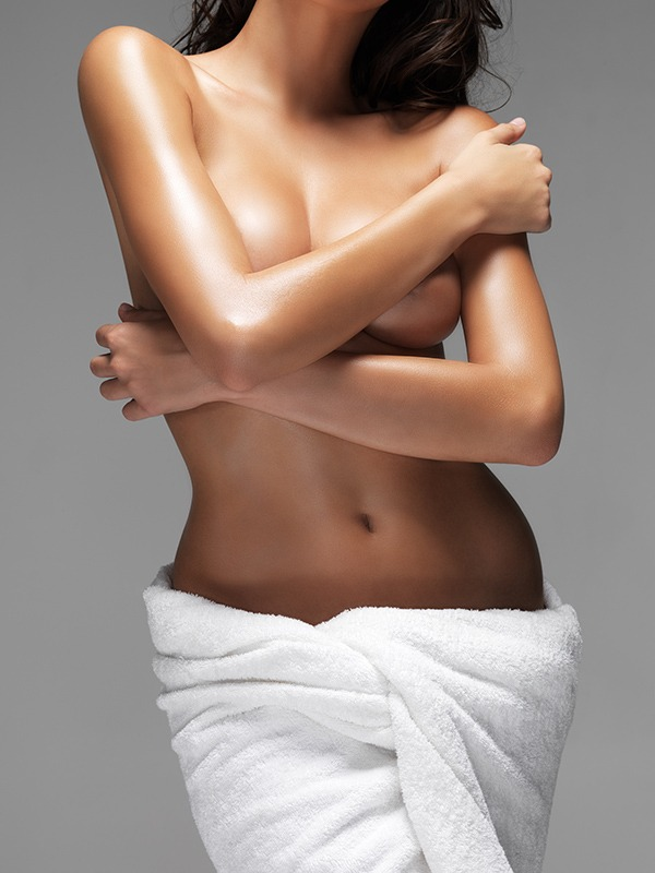 Mid section of alluring woman in towel covering her breasts with handshttp://195.154.178.81/DATA/i_collage/pi/shoots/779944.jpg